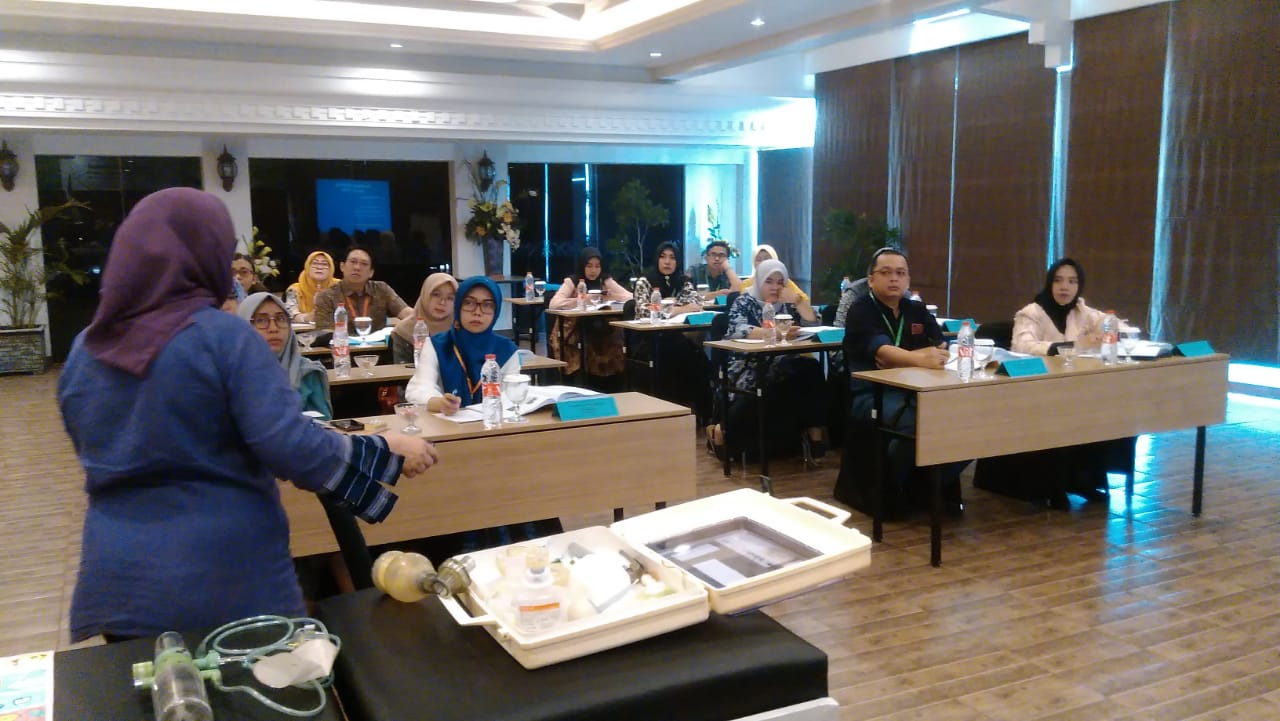 Pelatihan Komunikasi Terapeutik Pada Bidan dan Perawat 2019